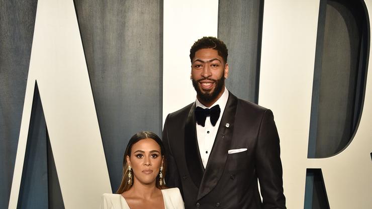 Lakers Star Weds Longtime Girlfriend